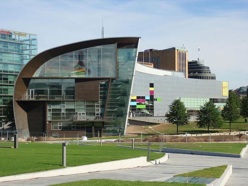 1998 ヘルシンキ現代美術館(キアズマ) 建築家 スティーブン・ホール
