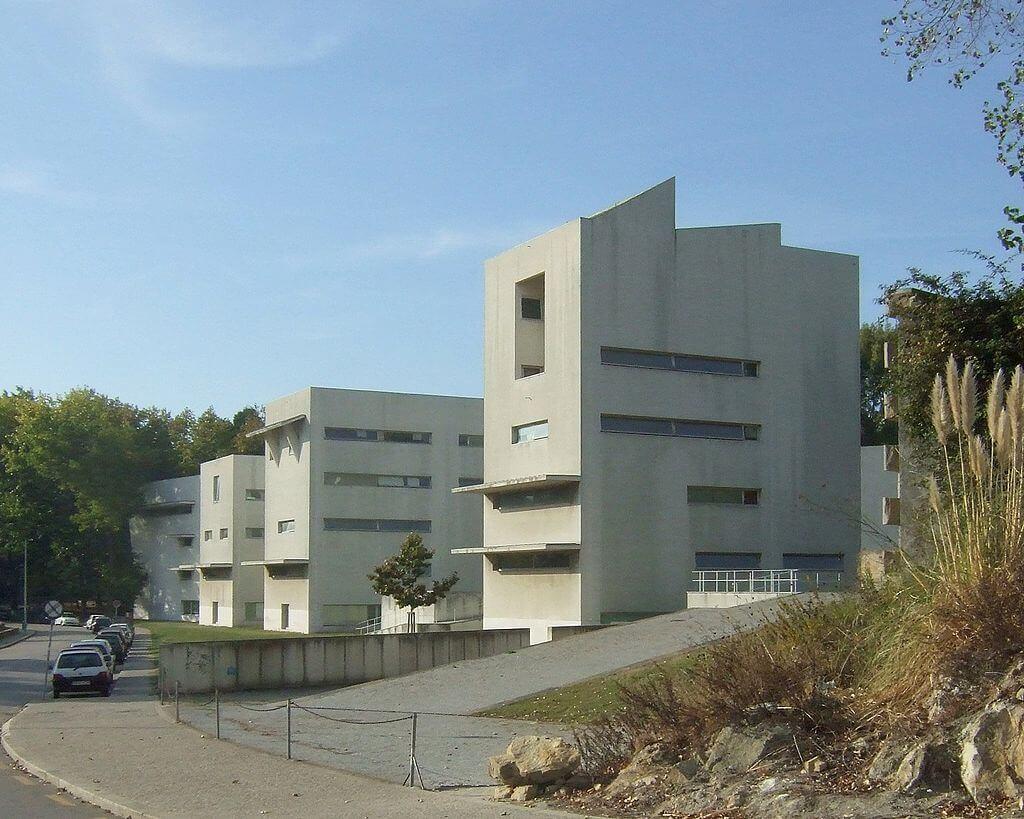 1987-1993 ポルト大学建築学部棟 建築家 アルバロ・シザ