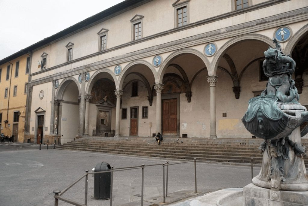 1419起工 捨子保育院(スペダーレ・ディ・サンタ・マリーア・デッリ・イノチェンティ) 建築家 フィリッポ・ブルネレスキ