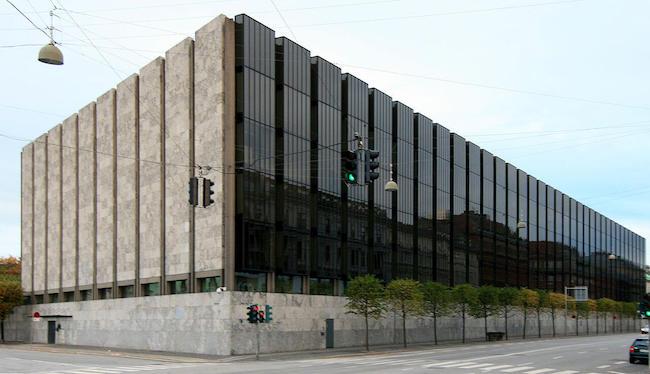 1971 デンマーク国立銀行 建築家 アルネ・ヤコブセン