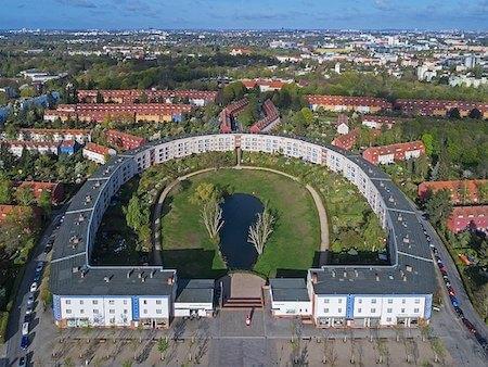 ドイツ観光 5選:馬蹄形住宅( Hufeisensiedlung/ホースシューエステート)(ブルーノ・タウト設計)