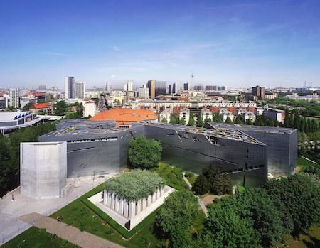 ドイツ観光 1選:ベルリンユダヤ博物館(ダニエル・リベスキンド設計)