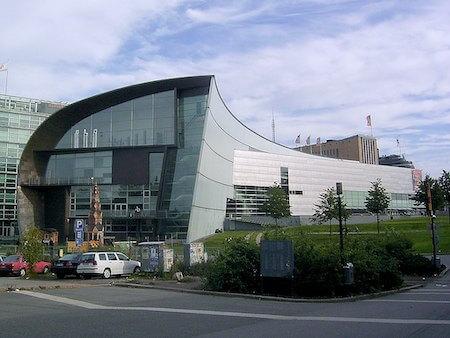 フィンランド観光 2選:ヘルシンキ現代美術館(スティーヴン・ホール設計)