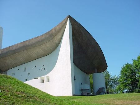 フランス観光 ロンシャンの教会(ル・コルビュジエ設計)