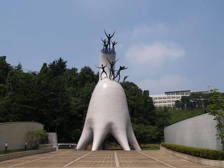 1971 母の塔 芸術家 岡本太郎